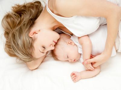 赤ちゃんとママ抱っこ