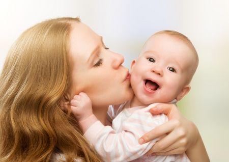 ママ赤ちゃん抱っこ